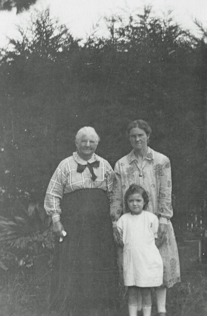 Grandma Stewart, Jane Duncan and Rene Duncan in Beaufort c.1927