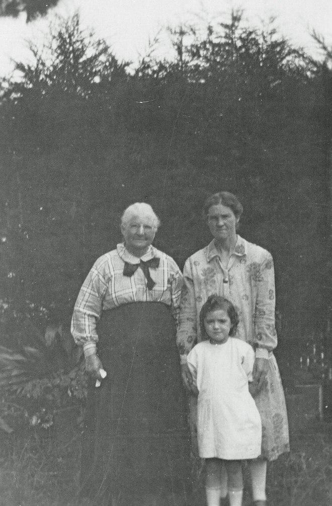 Grandma Stewart, Jane Duncan and Rene Duncan in Beaufort c.1927